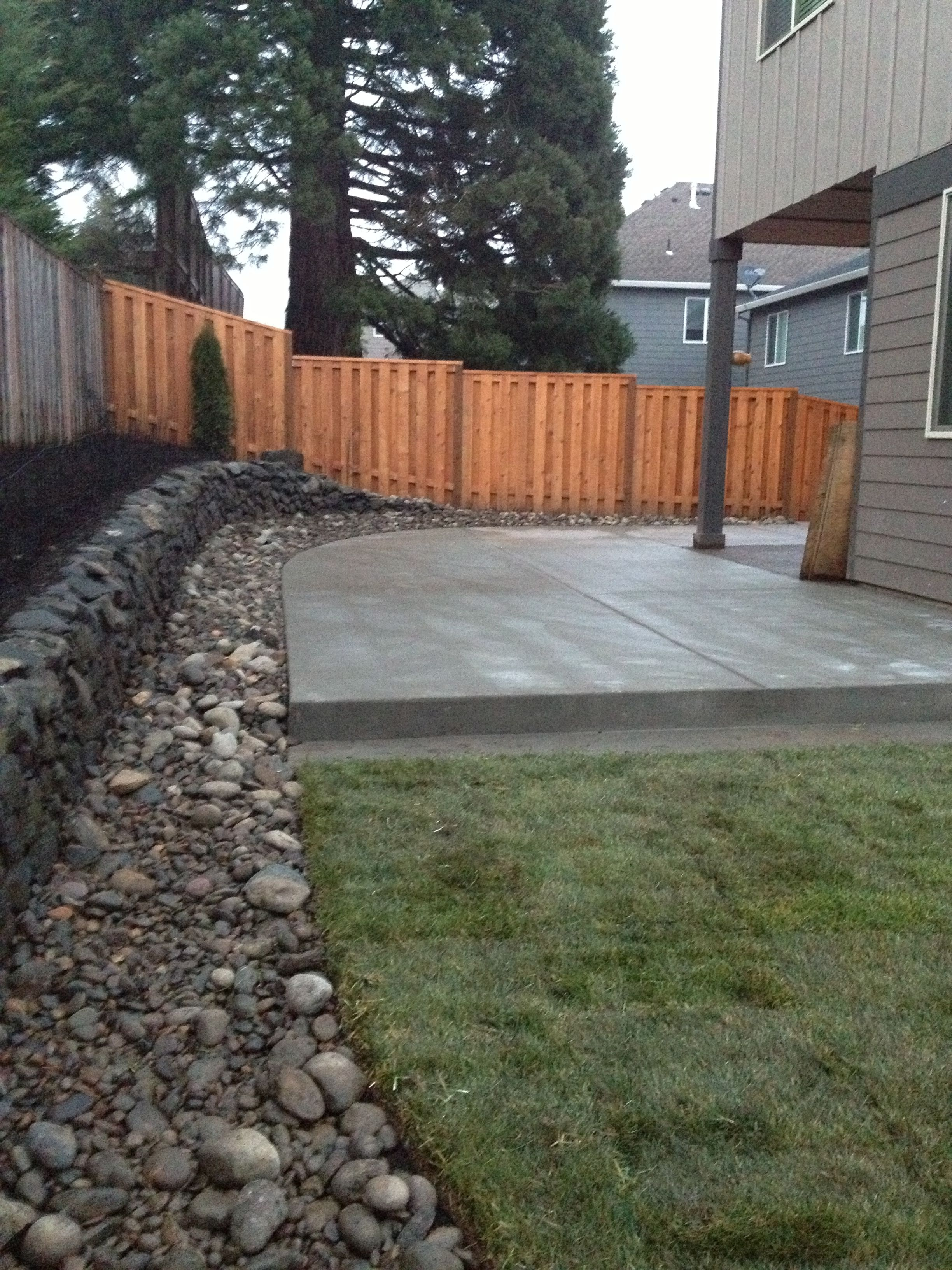 Attirant Concrete Patio, River Rock Border With Drainage And Lawn