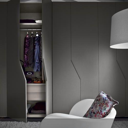dezent aber doch ganz besonders sorgen die diagonalen griffe und t ren f r ein ganz besonderen. Black Bedroom Furniture Sets. Home Design Ideas