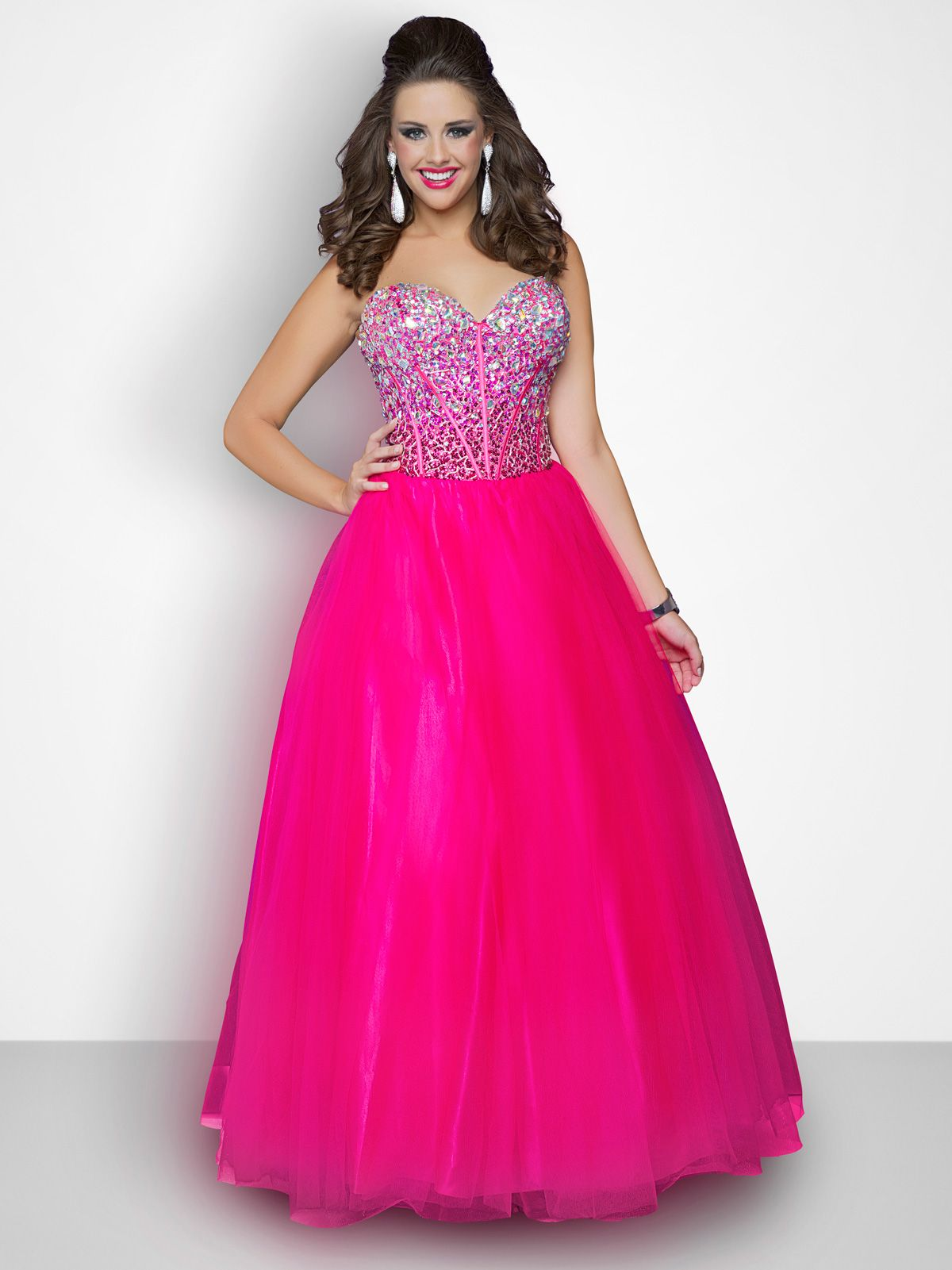 Ball gown dresses with full skirts and fitted bodices are great for ...