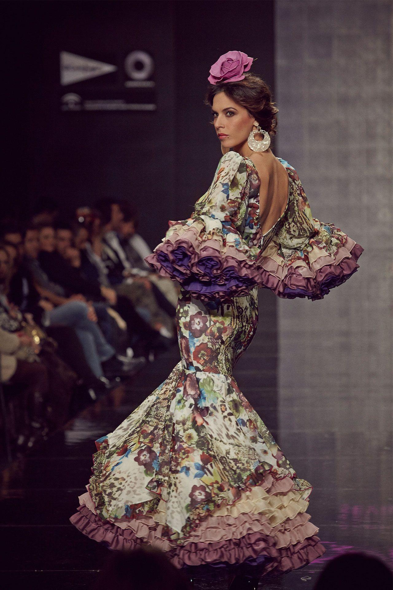 f3fa467ce 18-traje-flamenca-estampado-flores-2