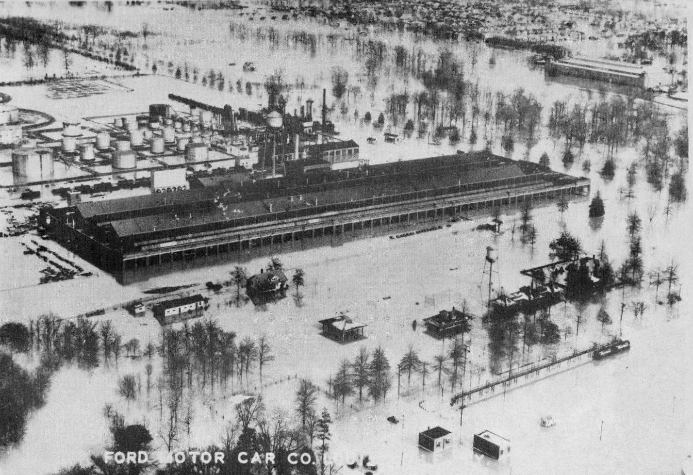 the louisville flood At the time that this photograph was taken in 1937, there was a flood that dumped excess amounts of water in louisville and left a majority of the city underwater.