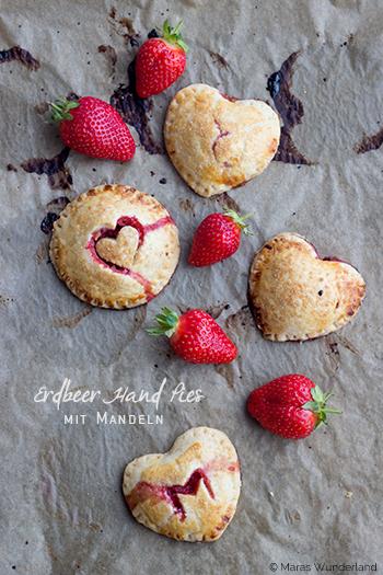 {scroll down for the English version} Passend zu Muttertag habe ich euch heute etwas Rotes und Herziges ♥ mitgebracht: Erdbeer Hand Pies. Ich gebe zu,... weiterlesen