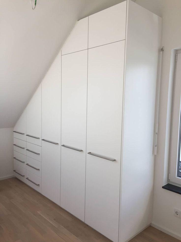 Einbauschrank in dachschräge mit drehtüren weiß matt lackiert: schlafzimmer von schrankprojekt gmbh,modern – Kleiderschrank ideen
