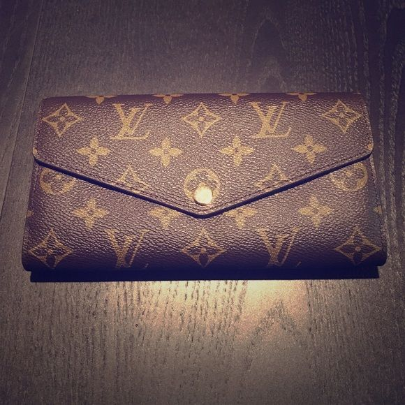 NWT Louis Vuitton Sarah Wallet Completely new, will come in original box and with certification of authenticity Louis Vuitton Bags Wallets
