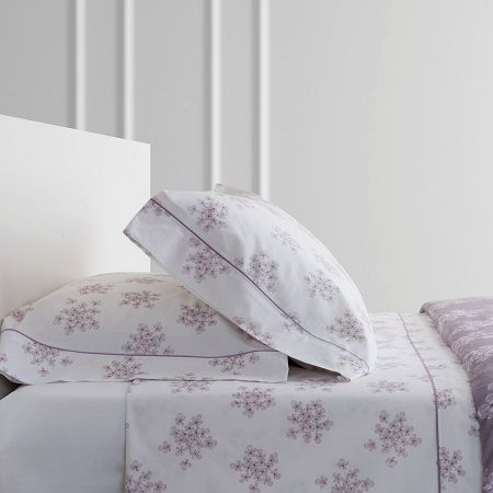 Juego cama modelo PLUM en malva de la firma textil Bassols. Dónde la sencillez y el diseño van de la mano.