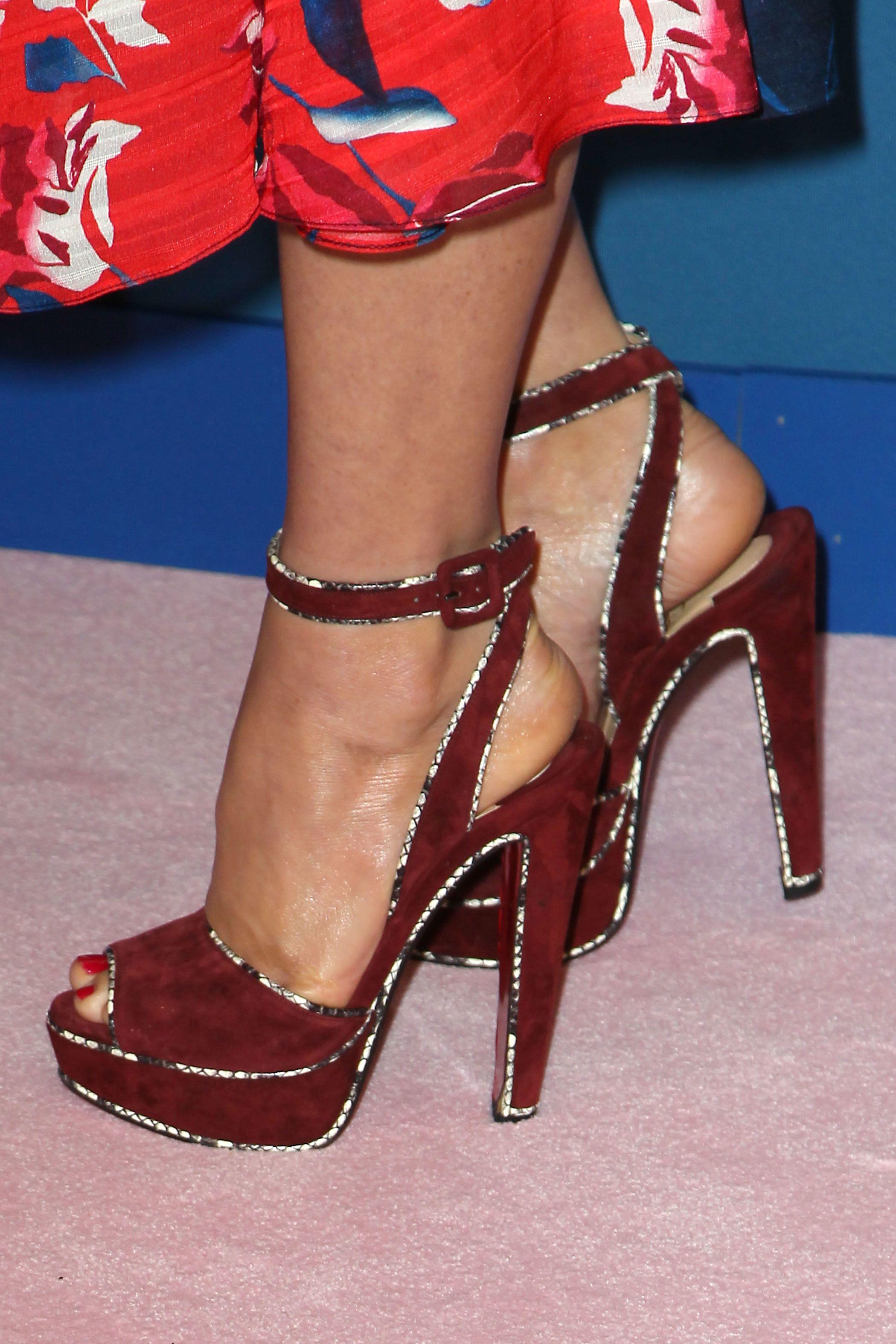 picture Olivia munn feet