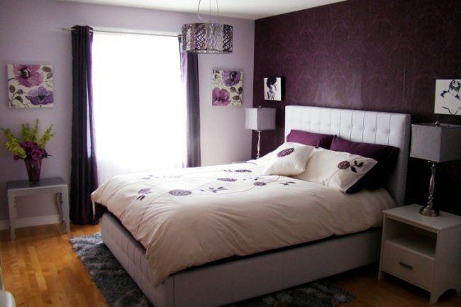 schlafzimmer gestalten lila wand tapete vorhaenge лилава спалня