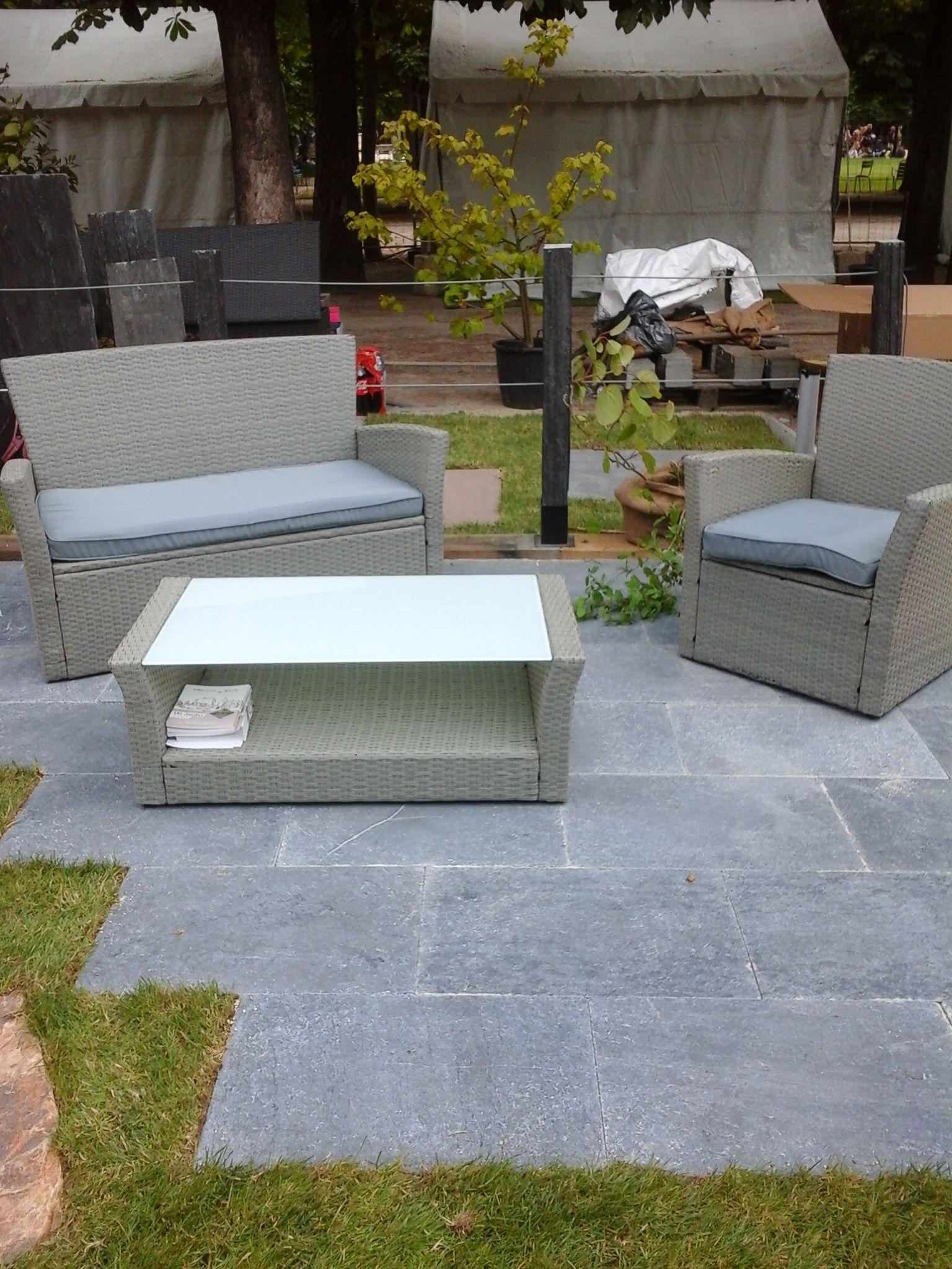 Dallage de gr s gris sur le sol du jardin cupa stone - Cours de carrelage ...
