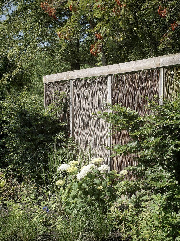 Modern tuinontwerp met schutting van wilgentenen | modern garden design with fence