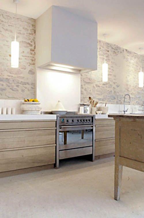 Cuisine de charme au design moderne appuyer par des luminaires
