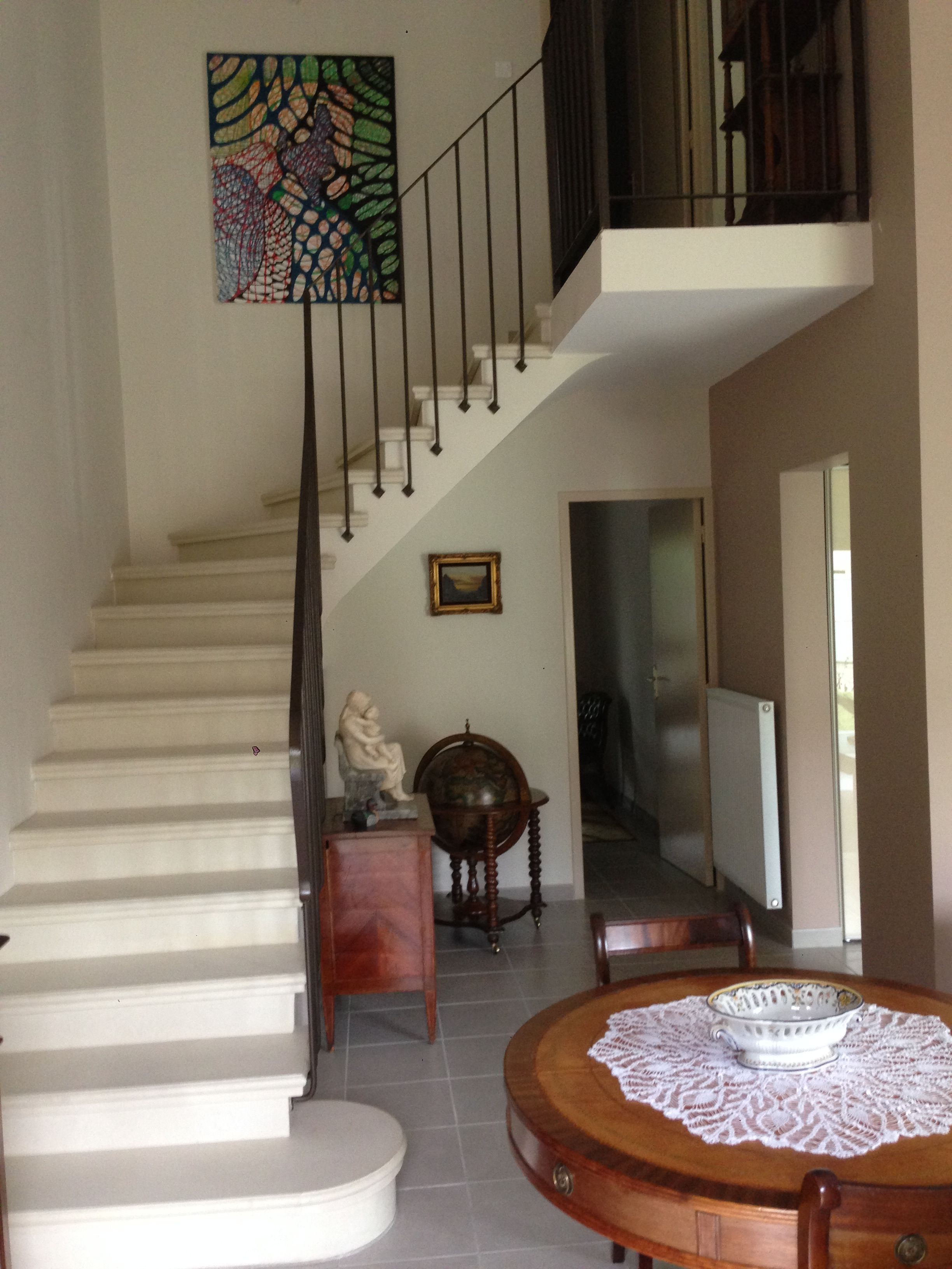 escalier b ton teint ton pierre nez de marche arrondi. Black Bedroom Furniture Sets. Home Design Ideas