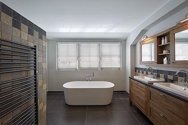 Classic bathroom ] Het tegelwerk in deze badkamer is afkomstig van ...