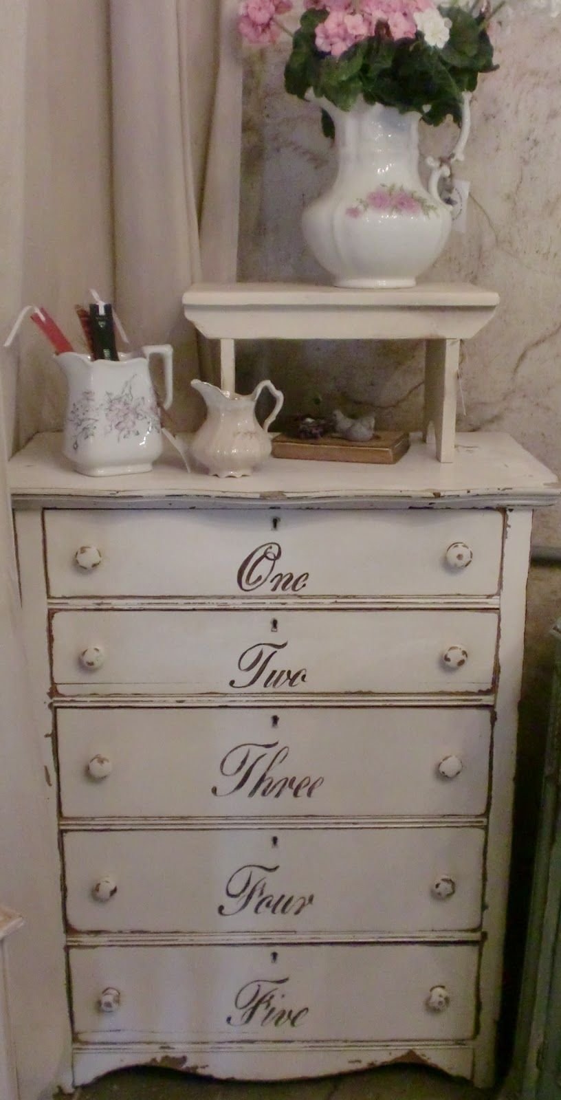 Restauro Shabby Su Mobili sweet shabby chic dresserwith script writing on the