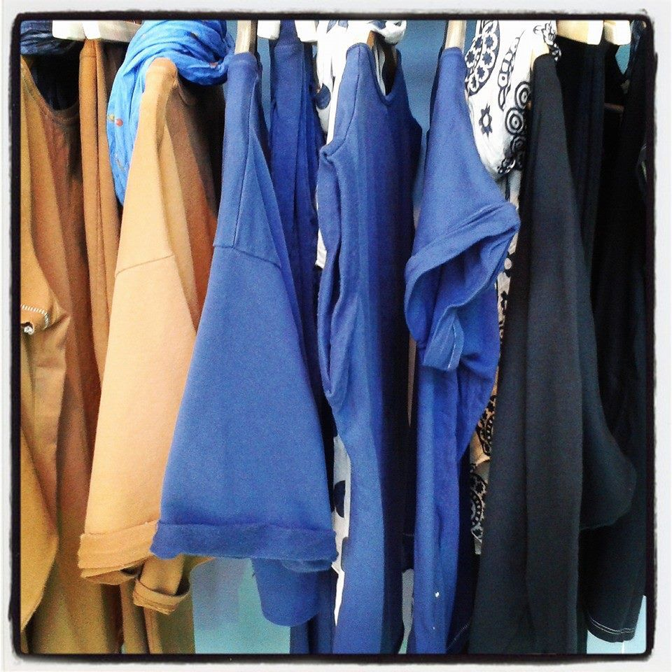 beige, azzurro, blu.
