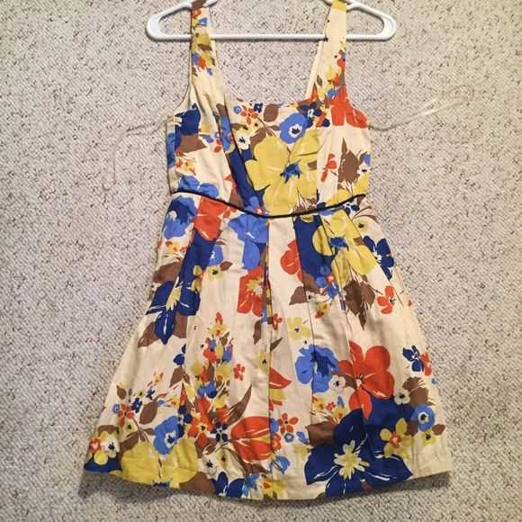 Forever 21 floral summer dress Floral summer dress perfect for summer! ☀️ Forever 21 Dresses