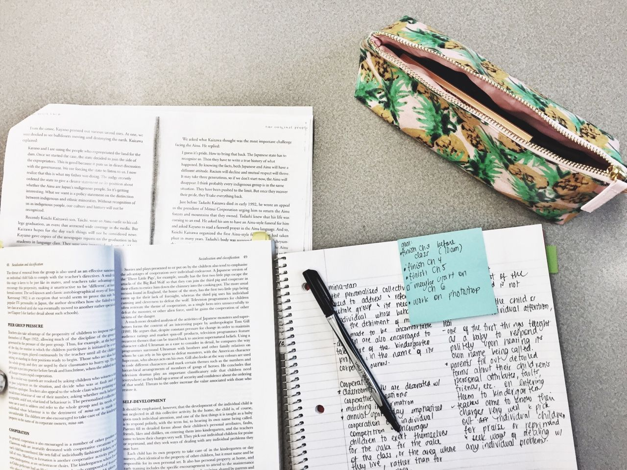 studyandtea:  8:52 am : so much note taking to do, so little time. midterm for my japanese culture class in on Monday !!