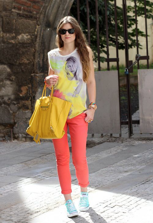 Salmon love  , Balenciaga en Bolsos, Zara en Camisetas, Orsay en Jeans, Converse en Deportivas, Ray Ban en Gafas / Gafas de sol