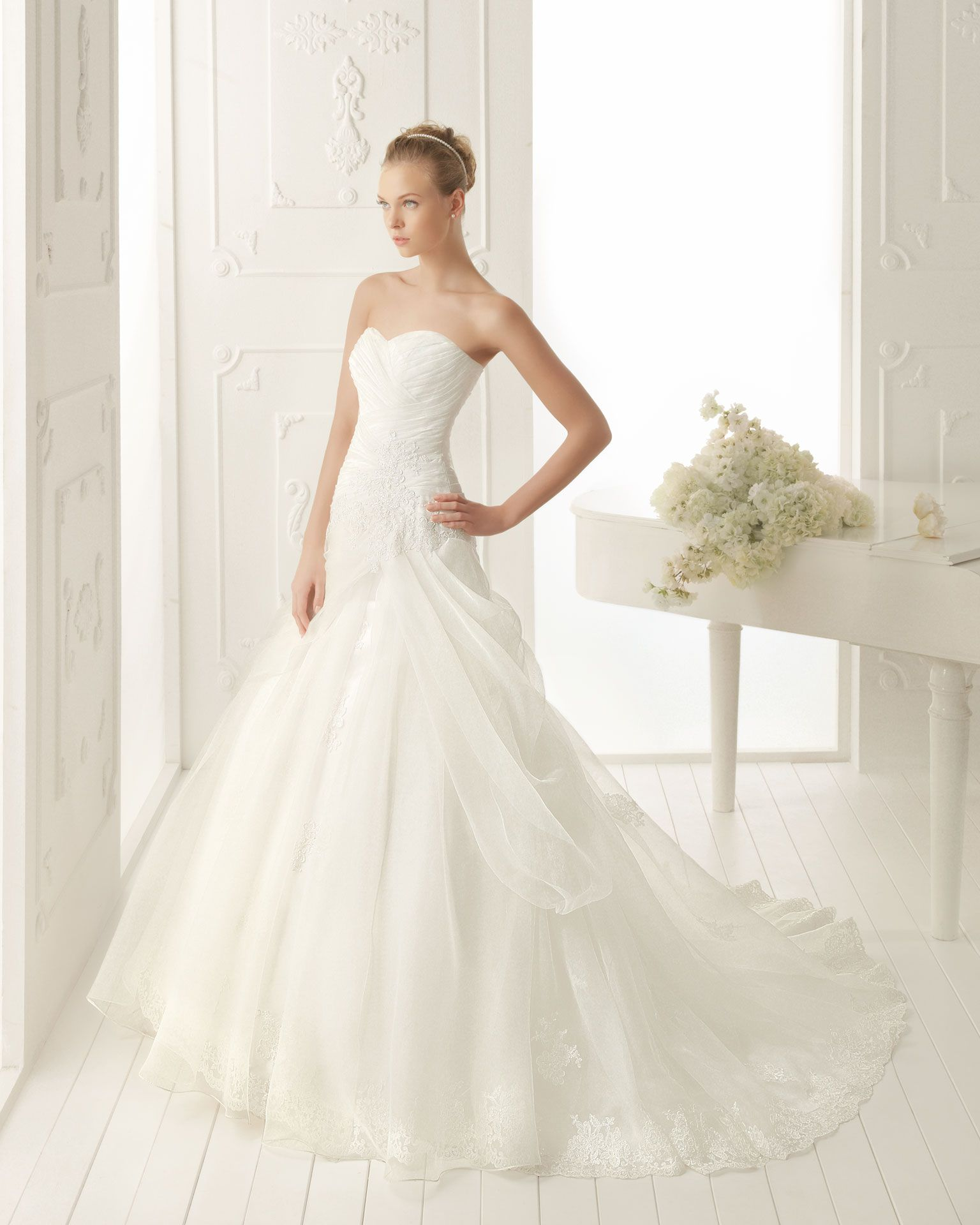 Princess Sweetheart Court Train Organza Lace Appliqued Wedding Dress