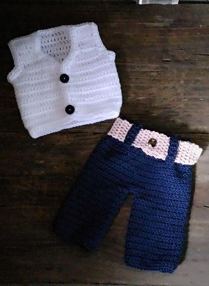 Conjunto de calça e colete confeccionados em.crochê em fio antialérgico Cor  - azul e branco Tamanhos RN  1 a 3 3 a 6 meses Tamanhos 6 a 9 9 a 12 meses   89 227901d5e12