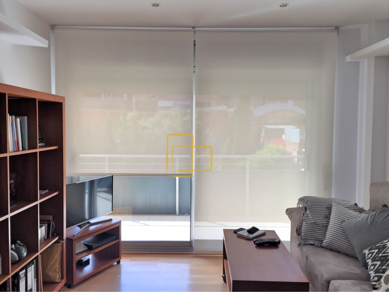 Cortinas enrollables con tejido screen en sal n solart - Estores con cortinas ...