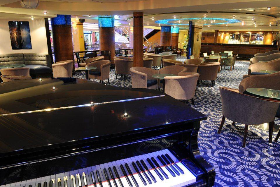 P&O Pacific Pearl MIX Bar. CruiseWeddings
