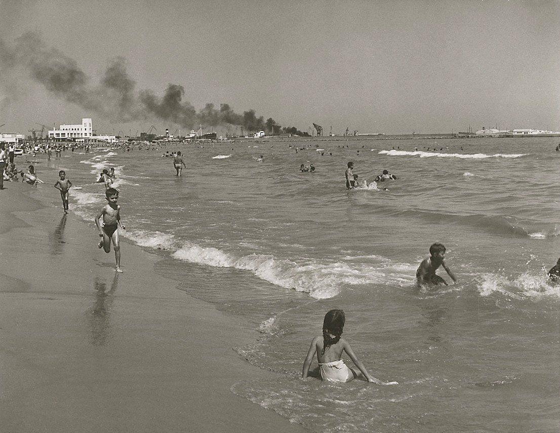 Playa de nazaret desaparecida por la ampliaci n del - Stock uno alicante ...