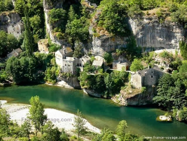 Gorges du Tarn - Canyon in Tarn River, - France - Watch all videos at http://destinations-for-travelers.blogspot.com/2013/10/gorges-du-tarn-canyon-in-tarn-river-france.html