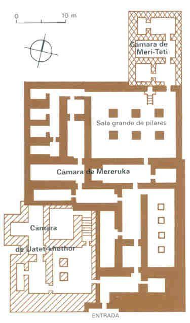 Mastaba de Mereruka, Saqqara, Din. VI. Reino Antiguo. Las mastabas dejan de disponerse en hileras y su decoración sigue enriqueciéndose. Empiezan a realizarse mastabas con numerosas estáncias, múltiples puertas falsas, cámaras destinadas a los miembros de la familia del difunto, dobles escultóricos y miles de jeroglíficos y relieves.