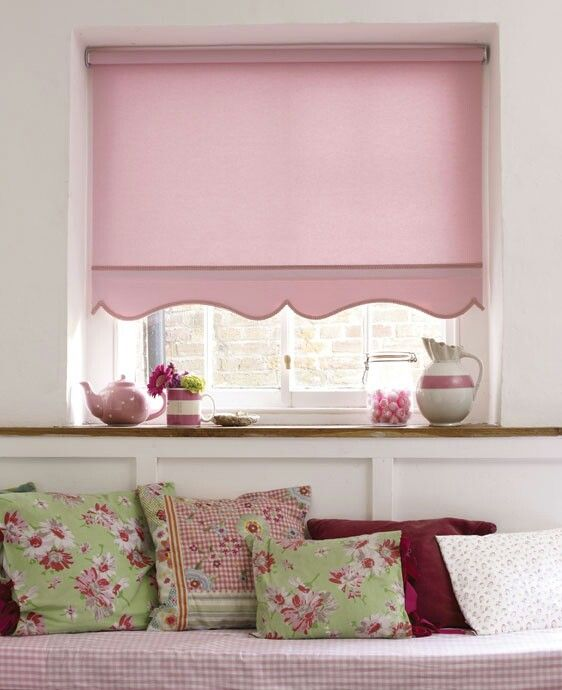Roller Blind Finished With A Scallop Girls Rooms