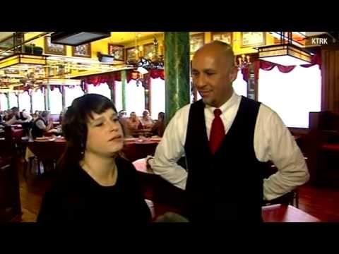 Aproximadamente 800.000 resultados (0,29 segundos)   Resultados da pesquisa        Waiter stands up for special-needs child | News - Home      www.ksat.com/.../Waiter-stands-u... - Estados Unidos - Traduzir esta página      2 dias atrás -- HOUSTON -. A Houston waiter refused to serve a customer who made a rude comment about a child in the restaurant....