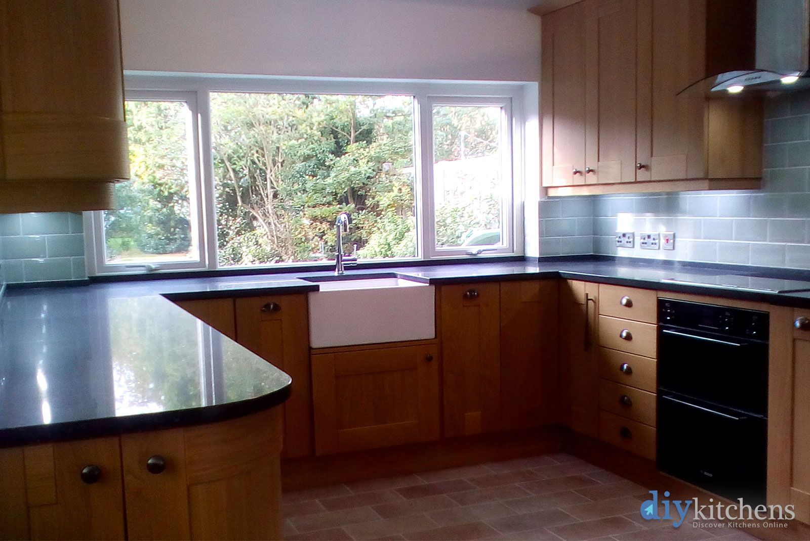 An Innova Linwood Oak Shaker Kitchen Cheap kitchen units