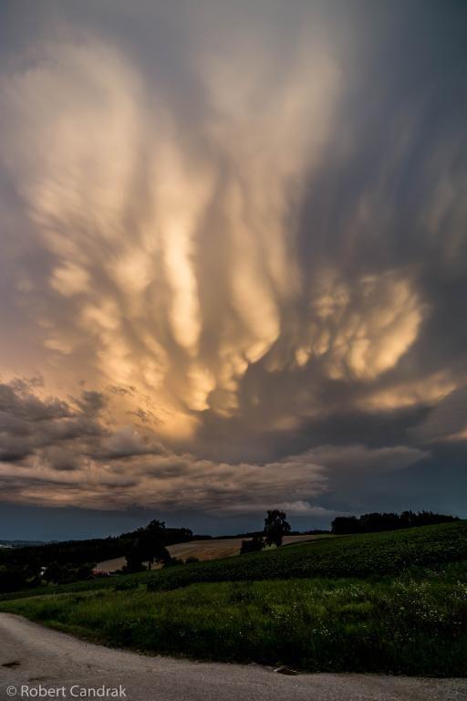 04.08.2014 - Mammaten ähnliche Wolkenformation @ Bad Schallerbach (OÖ)