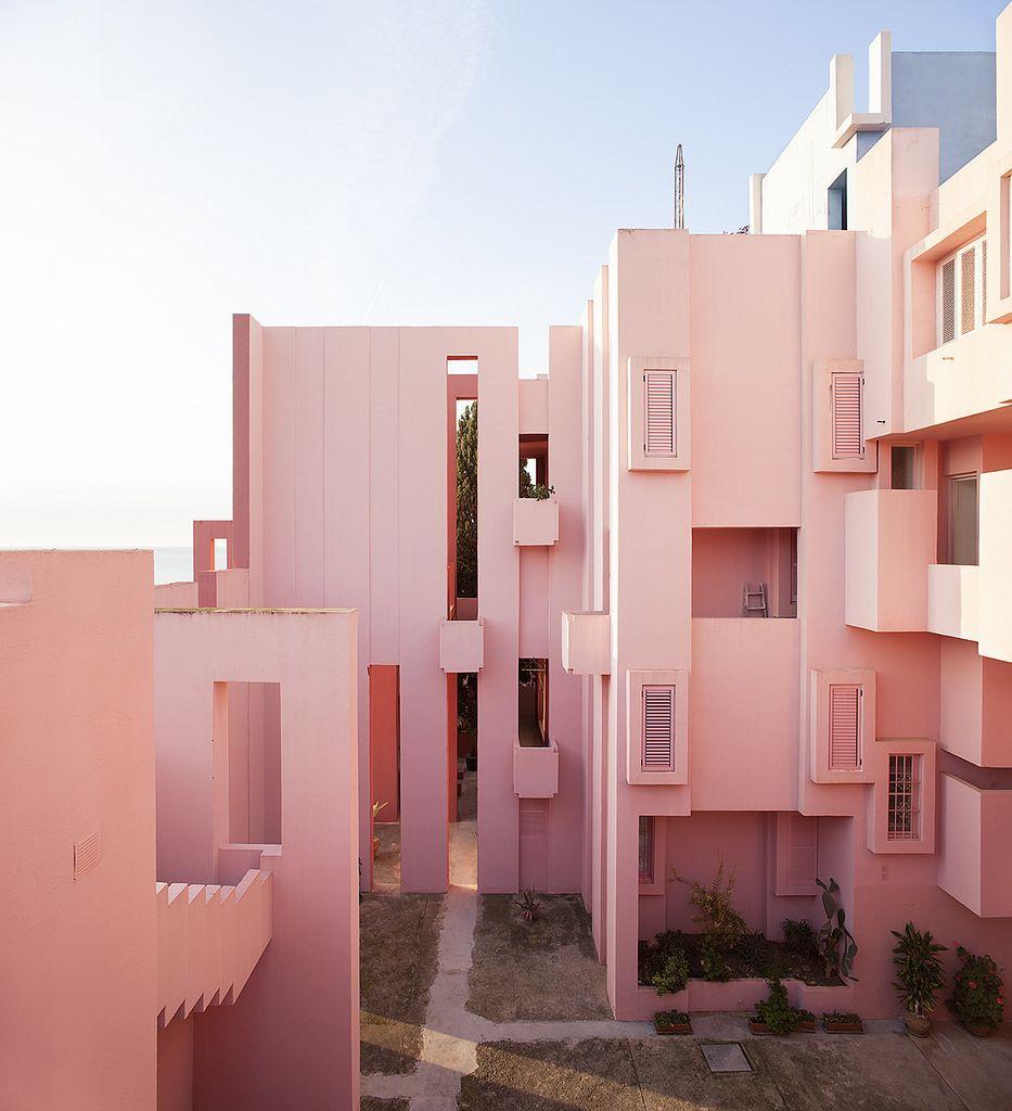La Muralla Roja Ricardo Bofill 1973 Calpe Alicante Espana Architecture Pink Houses Millenial Pink