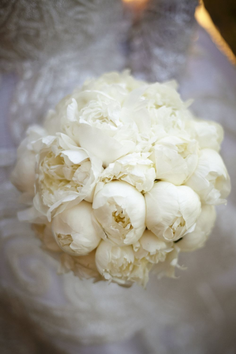 White wedding bouquet | itakeyou.co.uk