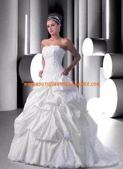 Robe de mariée princesse à bustier broderie jupe bouffant