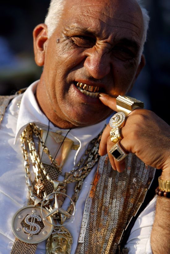 Romanian gypsythey love Gold jewelry Gypsies from all over