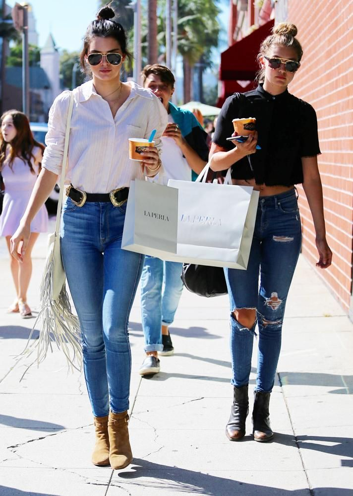 b6e3bd563 ... classic button-ups shirts, top knots, heeled ankle boots, and aviators  for a laid-back, but fresh weekend outfit. | 11 Celebrity-Inspired Ways to  Style ...
