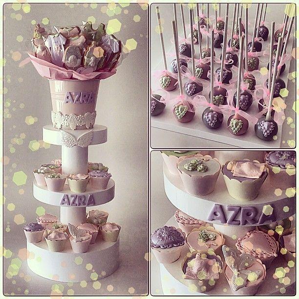 Azra bebeğin dogumu icin hazirladigimiz cupcake, kurabiye, cakepops ve fotografı olmayan pembe limonatasi...  #baby #babyshower #bebekkurabiyesi #hastaneodasi #burcinbirdane #babygirl #vintage #vintagebaby #cakepops #cupcake
