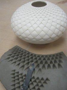 coole idee strukturierung mit einer feile keramik pinterest keramik stempel und t pferei. Black Bedroom Furniture Sets. Home Design Ideas