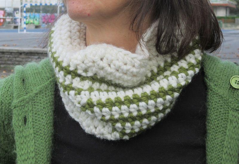 Cuello ganchillo crudo-verde de Priscila´s store por DaWanda.com