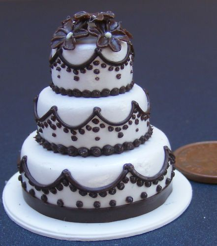 1:12 Scale 3 Tier Wedding Cake With A Chocolate Edging Tumdee Dolls House V