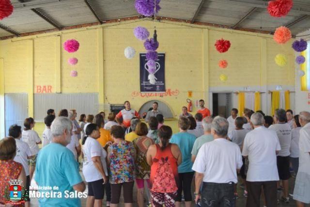 Tiago Albano visita a ginástica do grupo da Terceira Idade