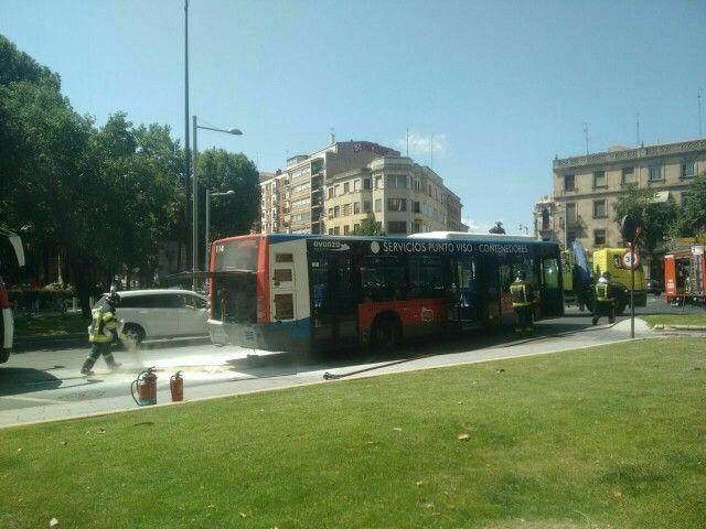 Salamanca Autobús Incendiado En Plaza España España Autobus Salamanca