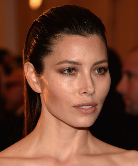 12 Fashion Girl Approved Ways To Wear A Septum Ring Jessica Biel Faux Septum Piercing Faux Septum