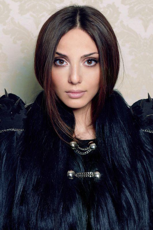 Картинки девушек брюнеток армянок, порно девушки имеют мужиков