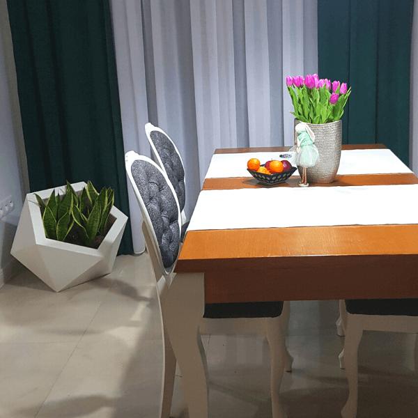 Donica Asymetryczna Dione Biale Doniczki Forvega Table Decorations Decor Home Decor