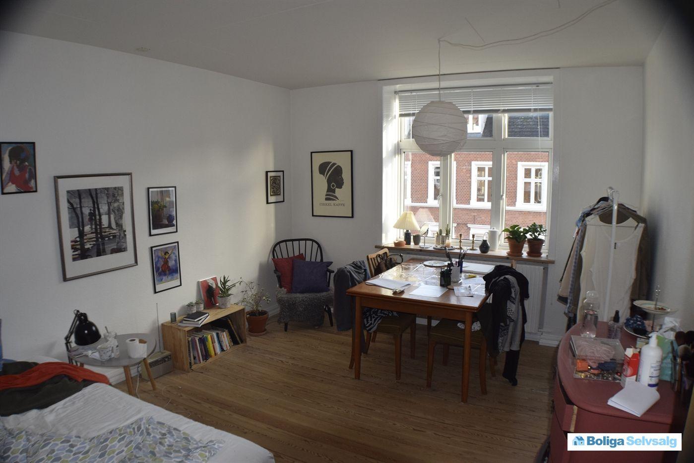 Lækker lys delevenlig 2 værelses andelsbolig tæt på Universitetet. Falstersgade 29A, 3. th ...