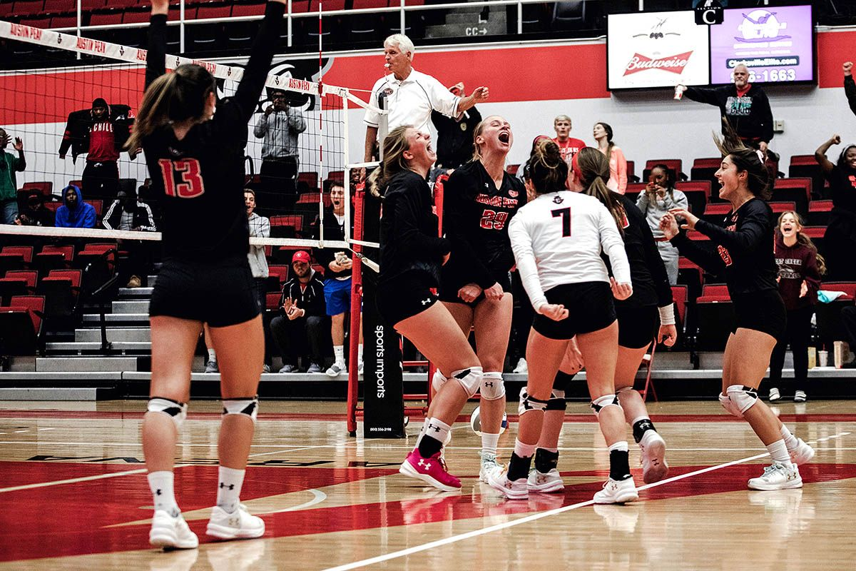 Apsu Volleyball Takes Down Western Kentucky For First Time Since 1997 Volleyball Kentucky Austin Peay State University
