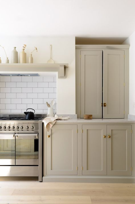 Muebles de cocina pintados en gris cálido | Muebles pintados ...