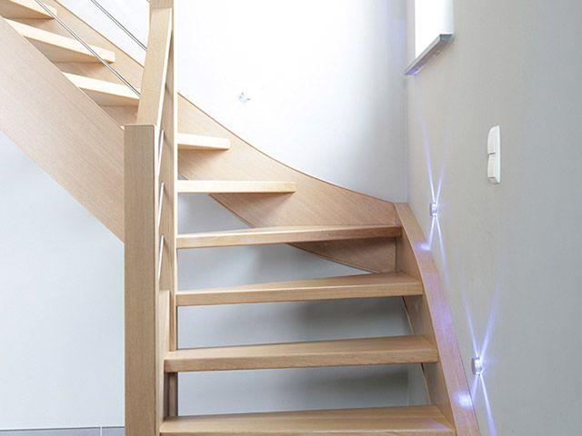 Eenvoudige sobere houten trap in strak wit modern interieur trappen pinterest - Moderne houten trap ...
